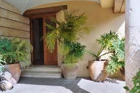 Tu espacio interior recibidor y puerta de entrada for Puertas que abren hacia afuera