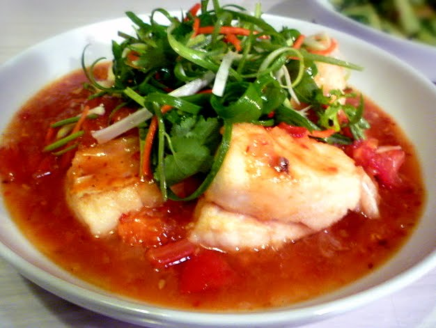 hungry tummies: Fish With Fresh Tomato Sauce (Ca Chien Sot Chua Ngot ...