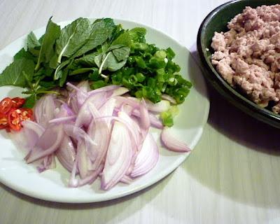 ... hungry tummies: Larb Gai ลาบไก่ Thai Minced Chicken Salad