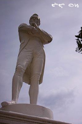 singapore stamford raffles monument
