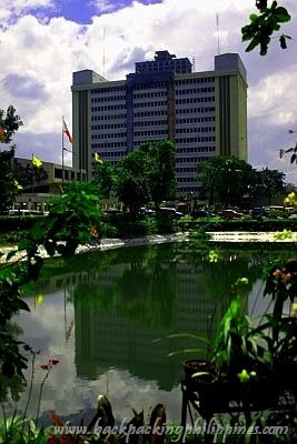 Backpacking philippines and asia a short history of quezon city hall it forming a diamond cut into four triangles by edsa and quezon avenue and tipped with the elliptical road where the quezon memorial circle stands malvernweather Images