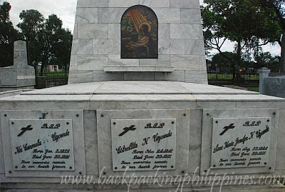Vizconde Massacre Pictures http://www.backpackingphilippines.com/2011/01/holy-cross-memorial-parks-famous.html
