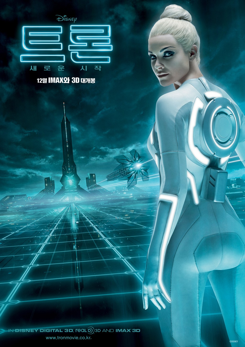 http://3.bp.blogspot.com/_w6GL1DCUVfk/TNdWVZKC0fI/AAAAAAAAFwI/Q-posT2x60c/s1600/tron_legacy_movie_poster_international_beau_garrett_01.jpg