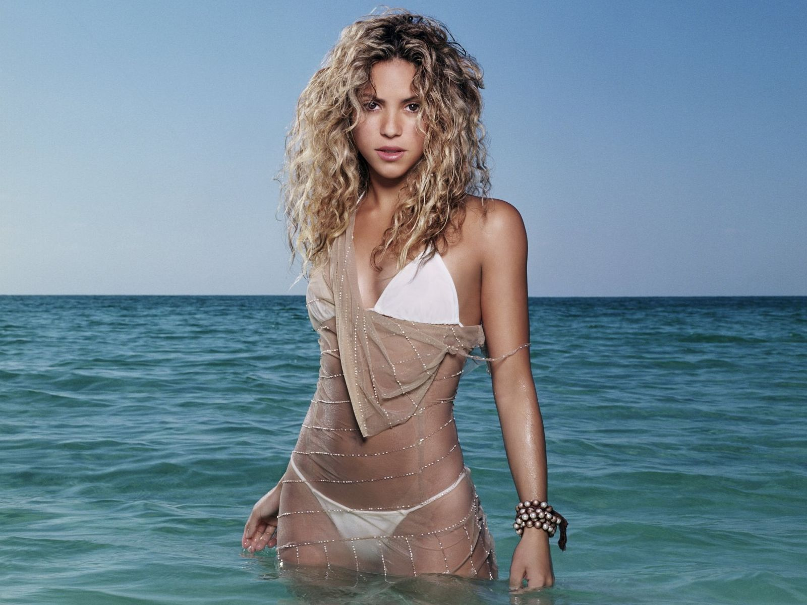 Latest Actress Hot Photos: Shakira Latest Hot Photos