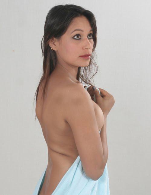 http://3.bp.blogspot.com/_w6co7oQVbqU/TIIo_XxFmXI/AAAAAAAAD1w/LZYQub_jdPk/s1600/Model-Shova-Karki-Spicy-Photo-Shoot-16.jpg