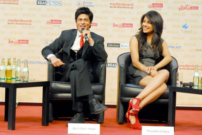 Priyanka Chopra & Shahrukh Khan at Don 2 Press Conference in Berlin