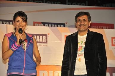 Asin Unveils Big Bazaar World Cup 2011