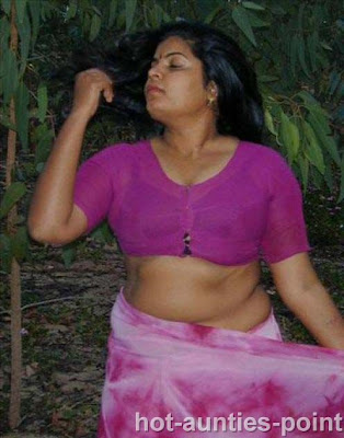 Hot Indian Aunty Removing Saree Blouse