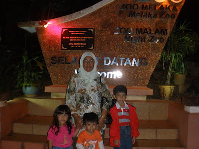 afi, hani, danis and beloved wan @ night zoo melaka