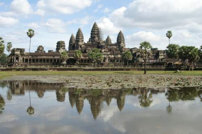 image of the central palace and temple of Angkor Wat, built in the reign of Suryavarman II (1113-1150).