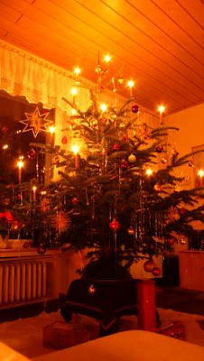 Image of a German Christmas tree in Bremen lit by candles.
