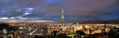 Image of a Night view of Taipei from Xiangshan Peak / 從象山俯瞰台北夜景 taken on 2006.09.17 by  / 本人 (photo by Jerome Chen http://beb.anyday.com.tw 攝影) and released to the world by the copyright holder with: Permission is granted to copy, distribute and/or modify this document under the terms of the GNU Free Documentation License, Version 1.2 or any later version published by the Free Software Foundation. This image was sourced through Wikimedia.