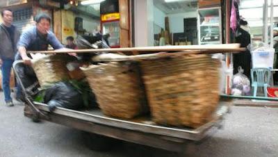 Image of a rubbish hauler in Hong Kong.