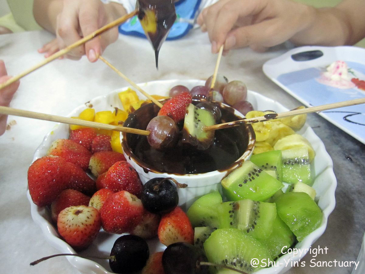 Shu-Yin's Sanctuary: Homemade Chocolate Fondue