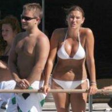 P�nar Altu� Bikinili