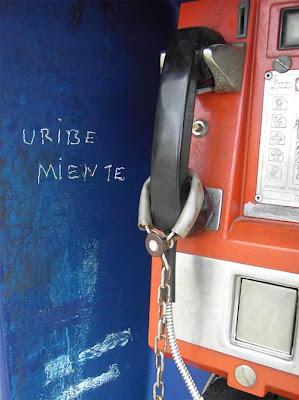Uribe miente, dicen las cabinas telefónicas de Popayán