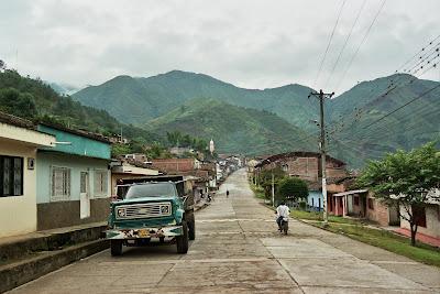 Esta es una vista de Belalcázar en marzo. La calle principal que lleva a la Plaza y a la Iglesia. La hice el 10 de marzo, concretamente.Copyright, Judith Belmonte Rivera