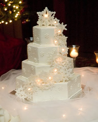 You wouldn 39t think a string of lights on a cake would look elegant