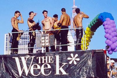 http://3.bp.blogspot.com/_wHk6KVdJnz0/ScfxK2Ku5ZI/AAAAAAAAAO0/UeYHYn3KWGw/s400/trio_parada_gay.jpg
