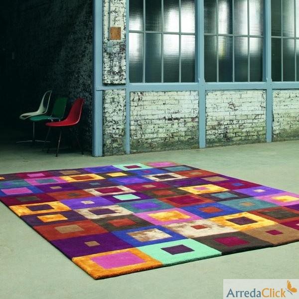 Il tappeto Dalia ricorda la tradizione dei motivi floreali, nata ...