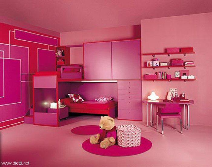 Camera Da Letto Con Struttura In Legno E Bauli Interior Design