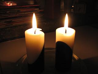 Mustavalkoiset kynttilät