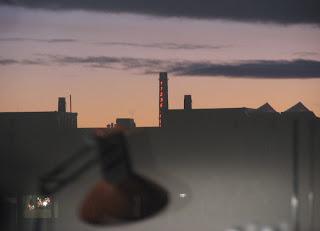 iltanäkymää ikkunasta