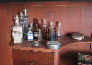 Vanhoja lääkepulloja