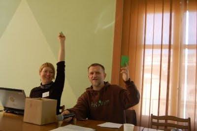 Hanna Gill-Piątek and Wojtek Kłosowski, voting