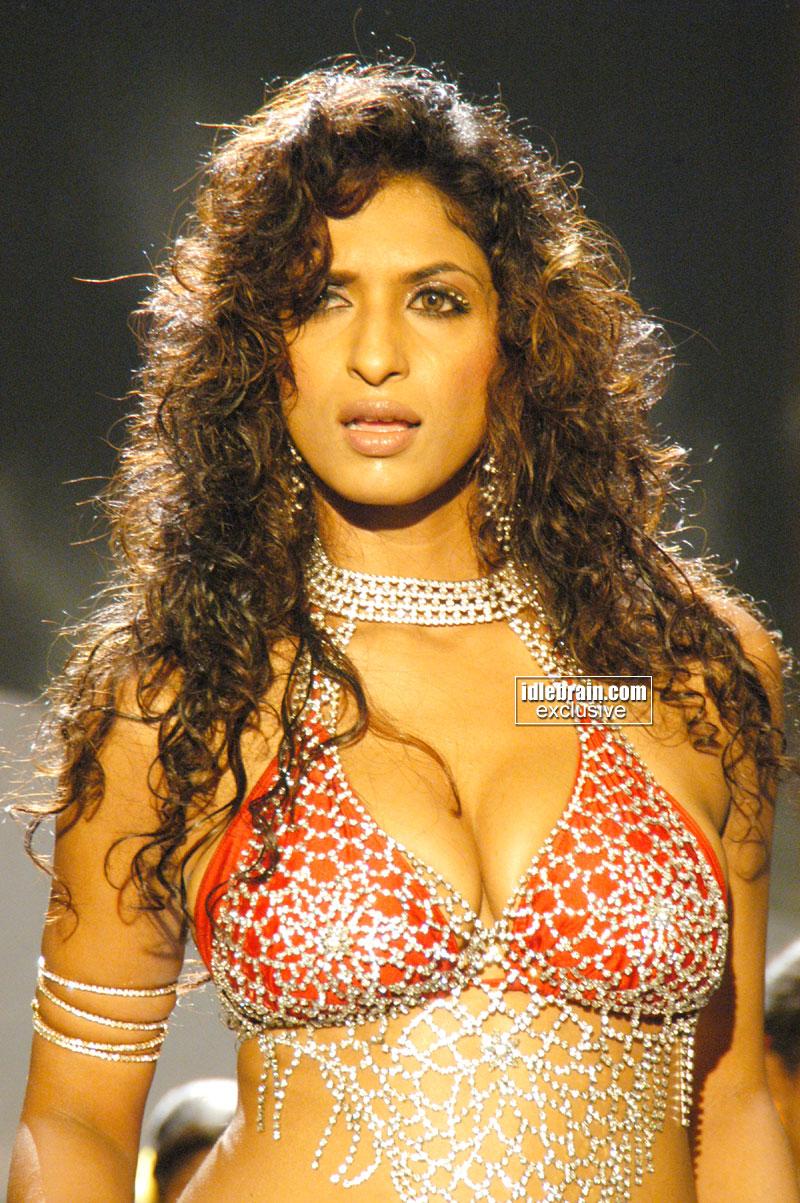 South Sexy Babe Sandhya Shetty