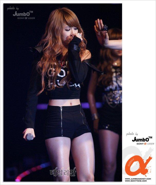 BluE sk: Hyuna ROCKS!!...
