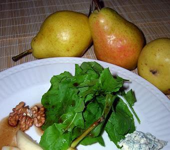 Pera , rúcula y queso azul danés.