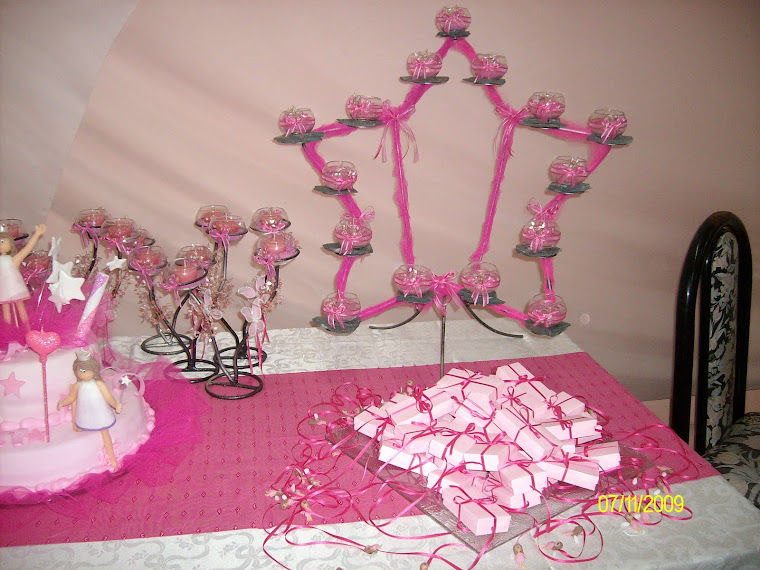 Mesa de torta y souvenirs,ceremonia de velas