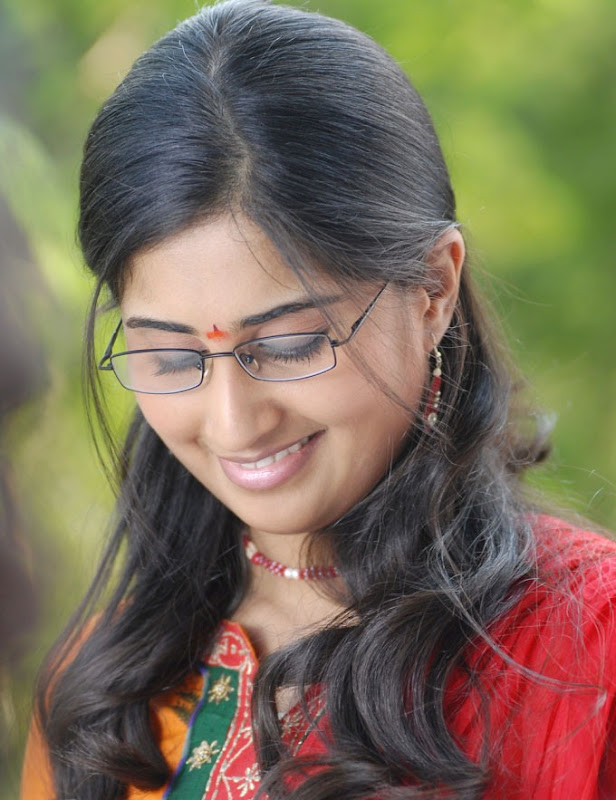 Baby Shamili in Telugu movie Oye - images