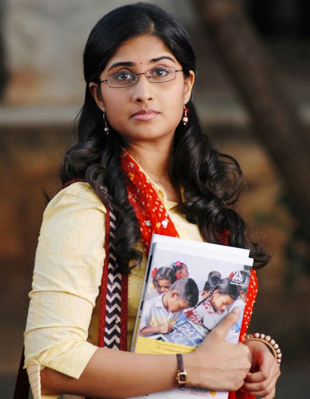 Baby Shamili in Telugu movie Oye - border=