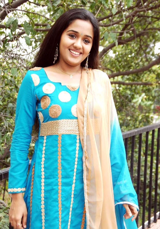 Nadodigal-actress-ananya-stills
