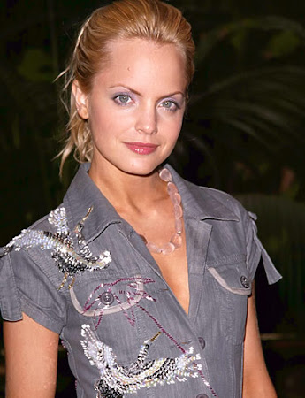 Mena Suvari follows Geno's World on Twitter
