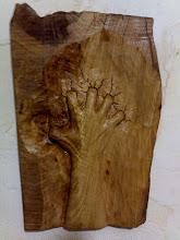 Mão talhada em madeira