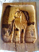 Cavalo esculpido em madeira