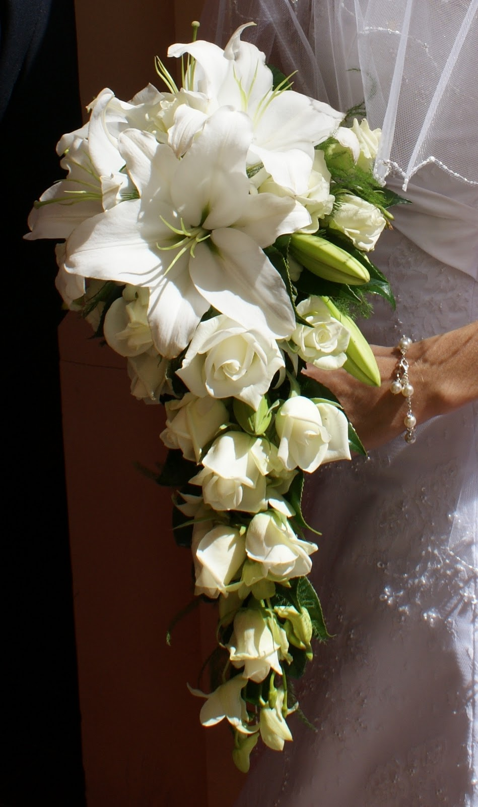 Traditional Wedding Flowers Pictures : Di seidel wedding flowers traditional teardrops