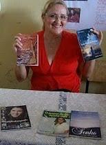 Clique e conheça a escrivaninha da autora Lúcia Martins.