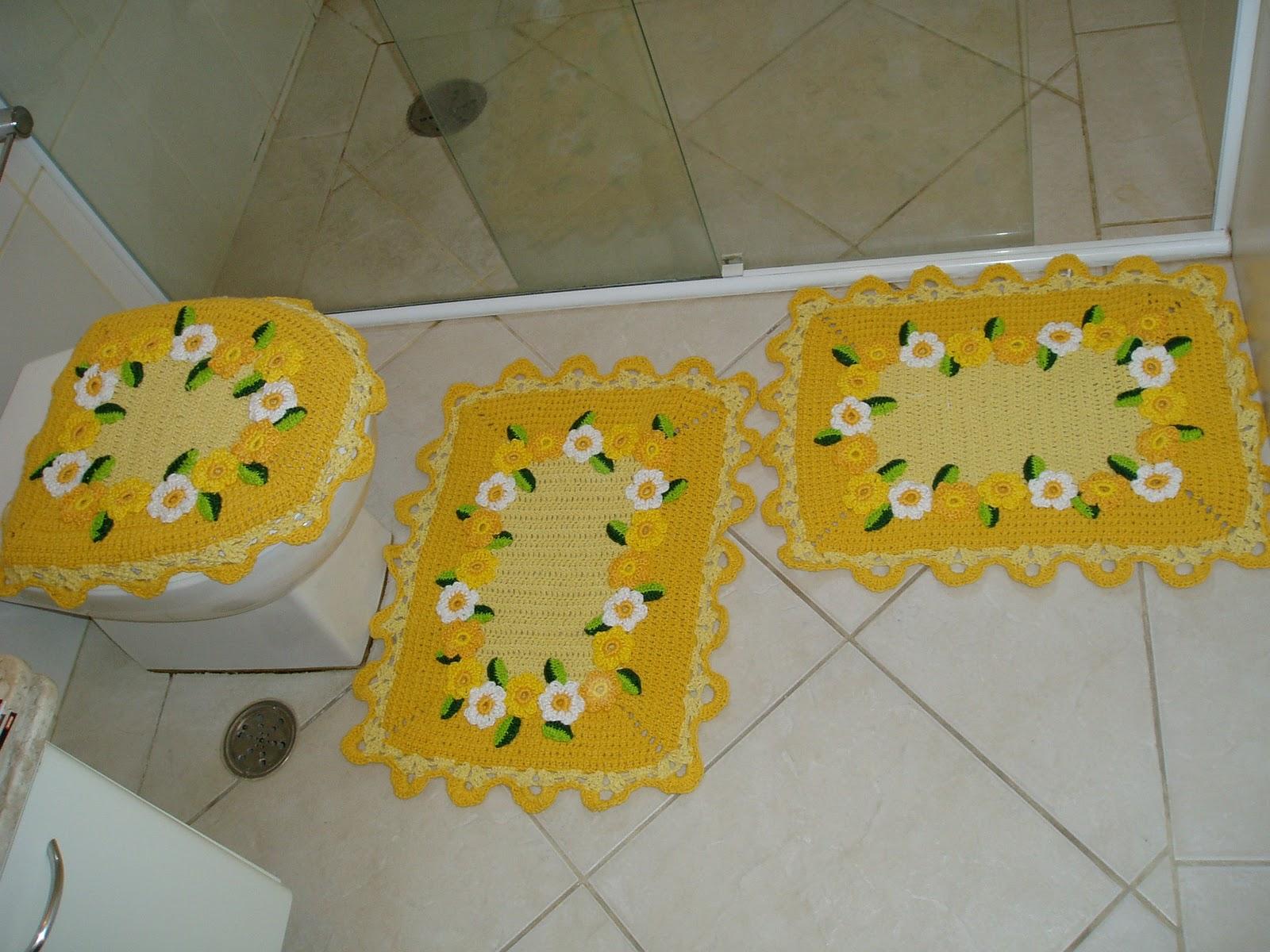 Usei barbante 4/8 para a base e as flores usei 3 fios de camila  #AD8A1E 1600x1200 Banheiro Com Detalhes Em Amarelo