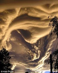 Dziwne chmury (kliknij foto)