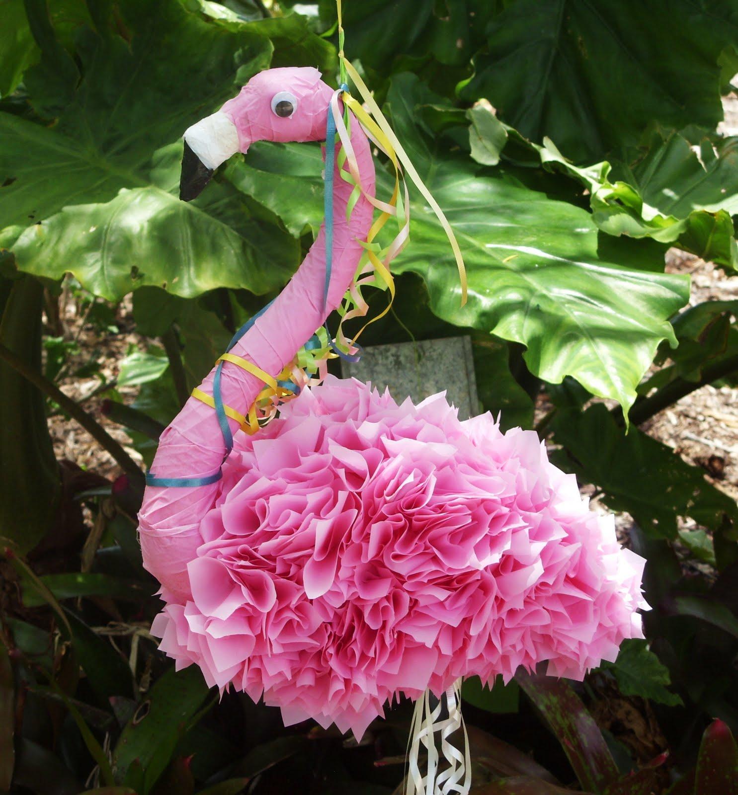 Flamingos parties pink flamingos pink colors google for Decoration pinata