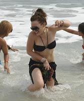 hilary-duff-bikini-04.jpg