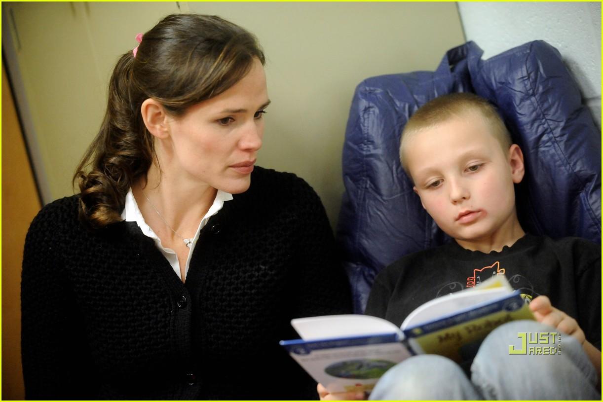 http://3.bp.blogspot.com/_weO-HlFzdxU/TOmt__fYQFI/AAAAAAAACl0/_12sBpBZ5YY/s1600/jennifer-garner-save-the-children-west-virginia-02.jpg