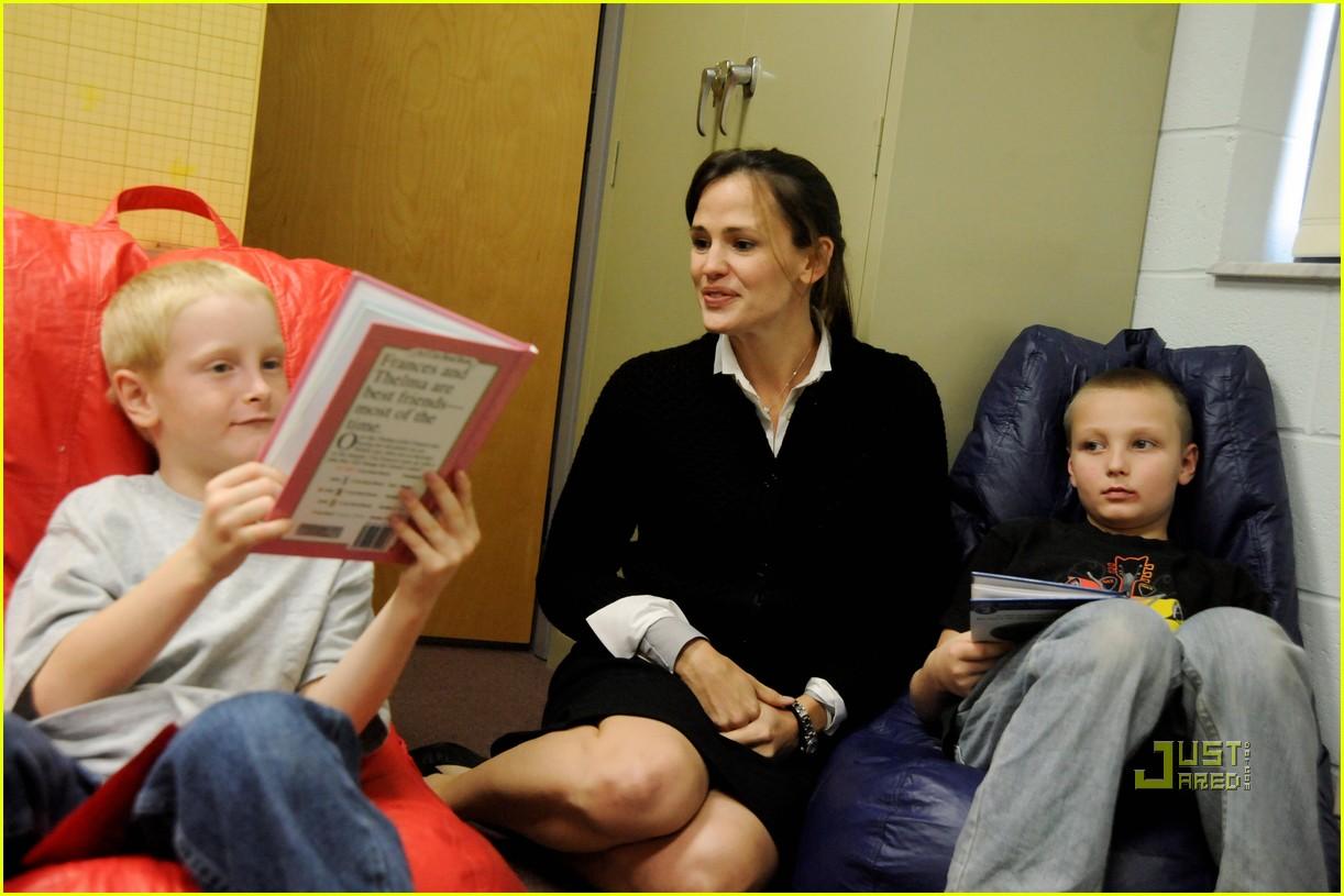 http://3.bp.blogspot.com/_weO-HlFzdxU/TOmudz2gB8I/AAAAAAAACmc/GH3isbYwfFg/s1600/jennifer-garner-save-the-children-west-virginia-07.jpg