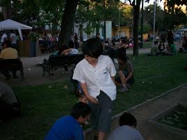 Matías  en el parque disfrutando junto a sus amigos
