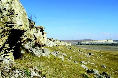 Рыжие скалы у Вишенного к северу от Белогорска, Крым