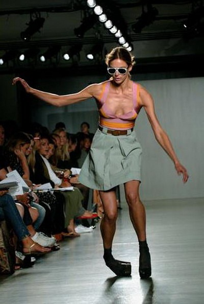 SKY World: Fashion Show Oops Slip Very Funny